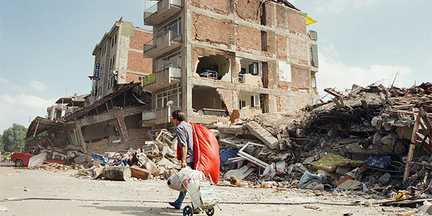 Bir Yıkımın Ardından: 17 Ağustos Depremi